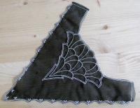 Spitzenapplikation in schwarz/silber