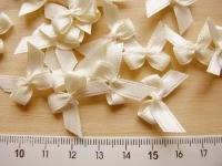 4 Schleifchen in vanille