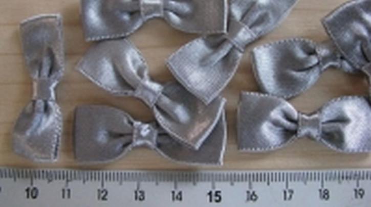 4 Schleifchen in silber