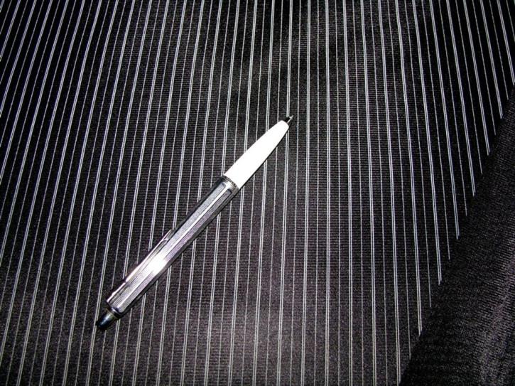Microfaser-Wäschestoff mit zarten Nadelstreifen in schwarz/winter-weiß