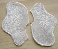 2 Stk. Spitzenapplikationen in perl-weiß Fb1000