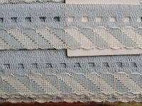 Spitzen-Borte in rein-weiß Fb2000 und dunst Fb1081