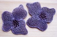 2 Stk. Spitzenapplikationen in violett