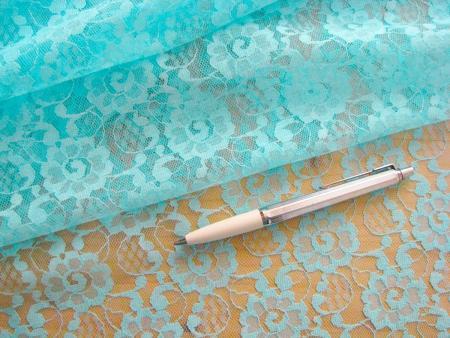 1m Spitzenstoff in pastell-türkis Fb0812