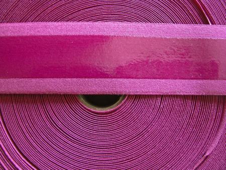 4m Gummizug mit Silikonstreifen in brombeer Fb0157