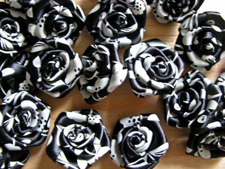 2 Stk.  XL-Rose in schwarz und glas-grau