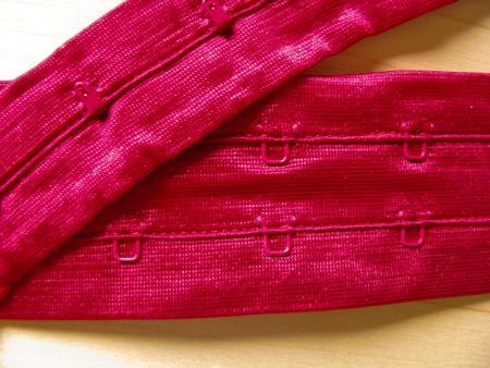 1m Korsagenverschuss in kräftigem chianti-rot Fb0106