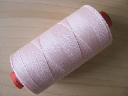 1 Spule AMANN rasant Nähgarn in einem Hauch rosiger malve Fb0082