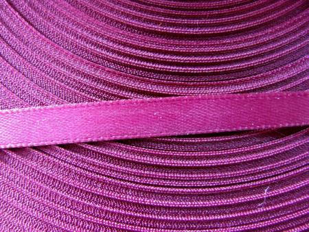 91m/1 Rolle Satinband in rot-violett Fb1062
