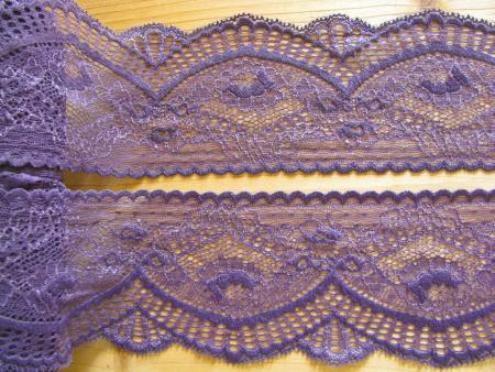 1m elastische Spitze in murano/h. metallischem violett Fb0030