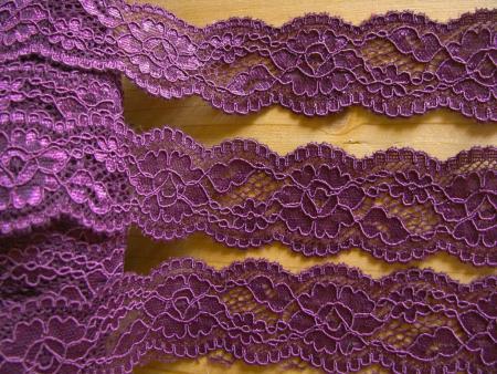 2m elastische Abschluss-Spitze in purpel-violett/rot-violett Fb0040
