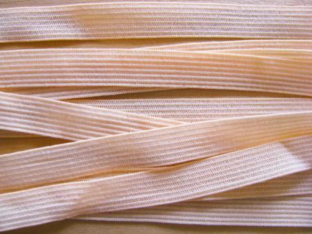 10m zarter Dekollete-Gummi in pastell-melba Fb0134