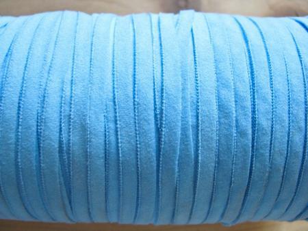 10m zartes Gummibändchen in hell-blau Fb1469