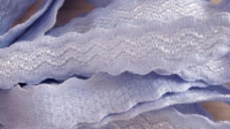 5m Träger-Gummi in hell-blau Wellendesign
