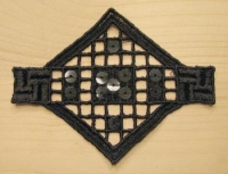 Spitzenapplikation in schwarz mit Pailletten