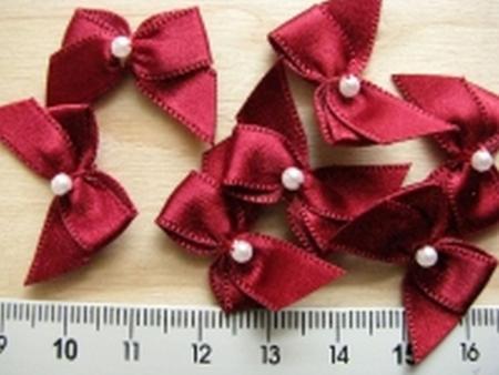 4 Schleifchen mit Perle in vinorot Fb0105