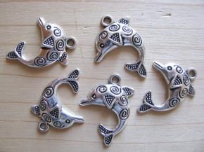 2 Stk. Charmes - Delphin in silber/Metall