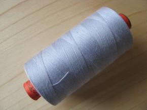 1 Spule AMANN rasant Nähgarn in silbrigem blau-grau Fb1462