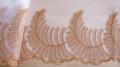 Edel-Spitze bestickt in perlweiß Fb1000 und chromgelb